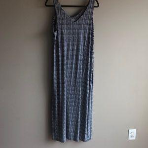 Athleta Dresses - Althleta Dress XL Dark blue and White